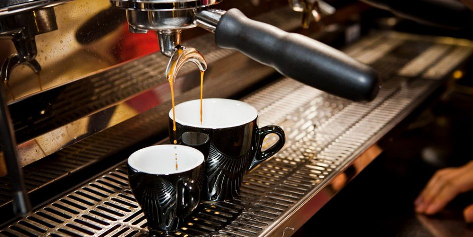 Эспрессо из професиональной кофемашины